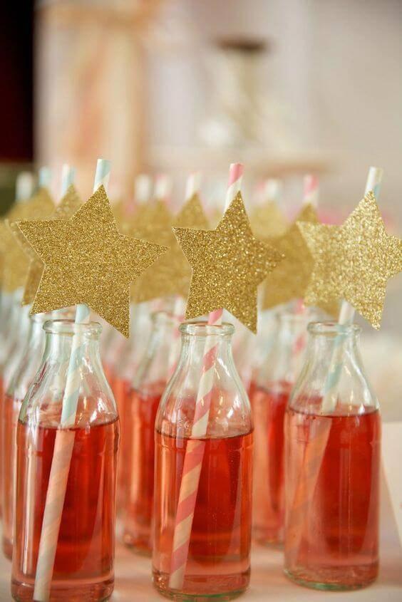 decoracao de festa garrafas com canudo e estrela