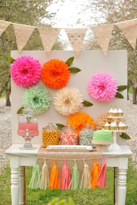 decoracao de festa guloseimas e flores de papel