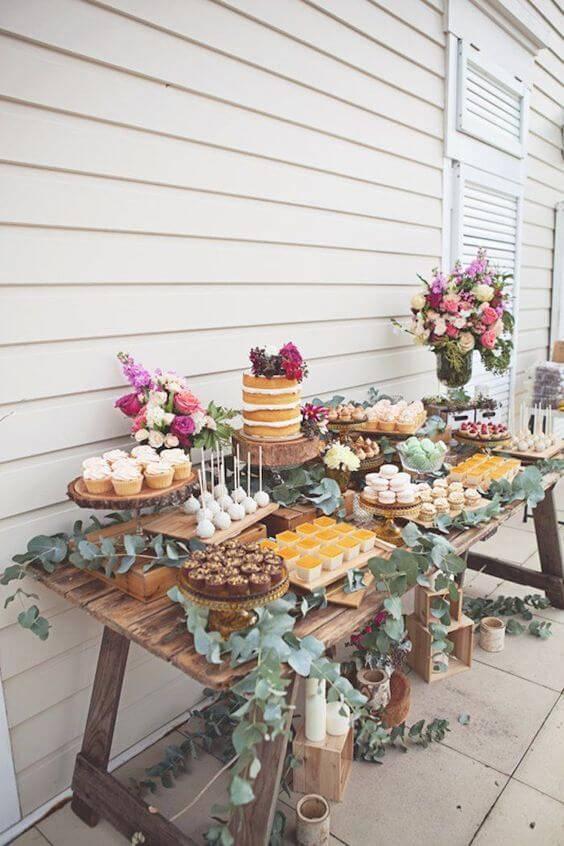 decoracao de festa mesa rustica com flores