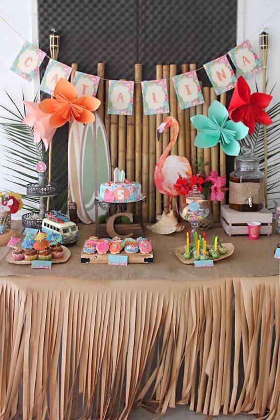 decoracao de festa tropical com flamingo