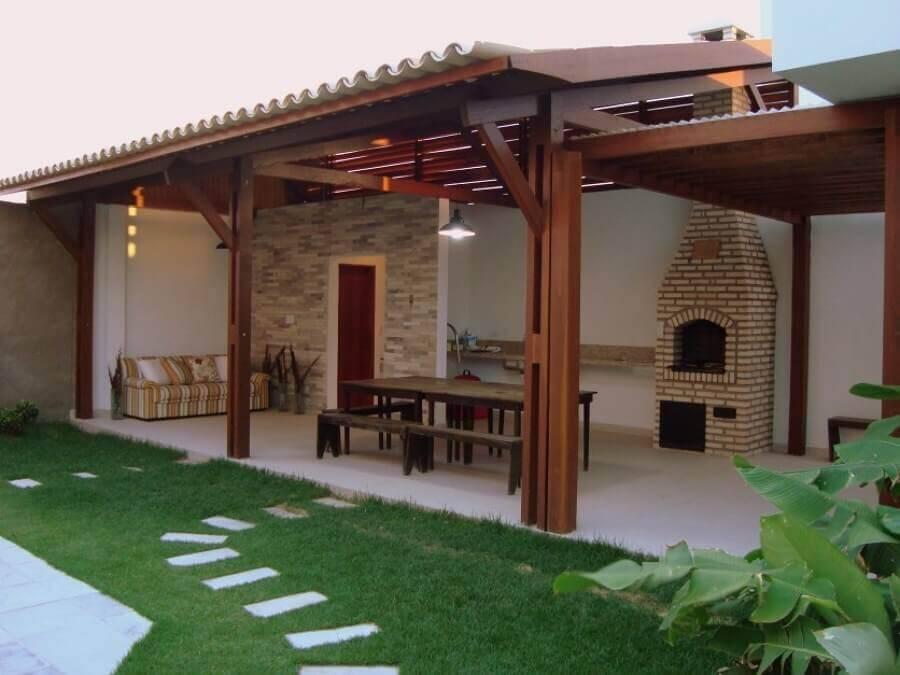 edicula aberta com sofa e mesa