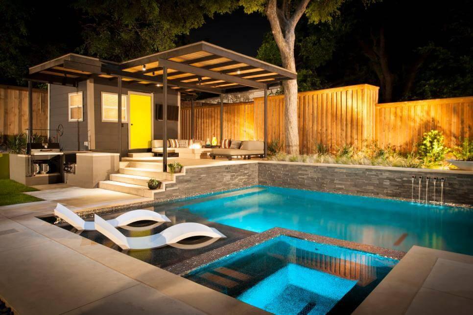 edicula moderna com piscina sofa
