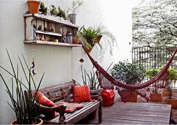jardim suspenso com deck e sofa de madeira gilmara renata forlan 29439
