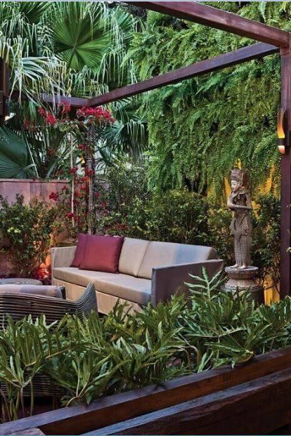jardim suspenso com sofa e estatua artefacto 99498