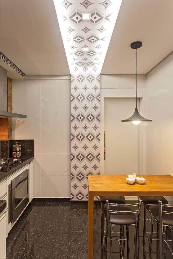 lampadas de led cozinha pequean com mesa e ladrilhos laura santos 96047