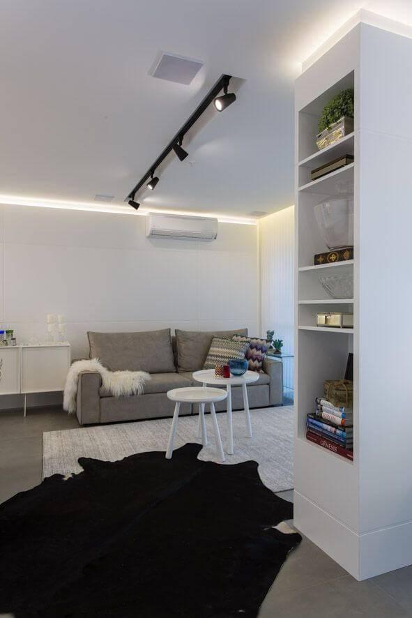 lampadas de led sala de estar com estante lateral maira ritter 134913