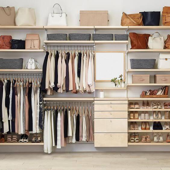 Prateleiras para closet pequeno com gavetas
