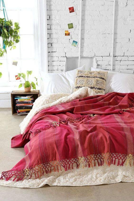 quarto hippie colcha rosa