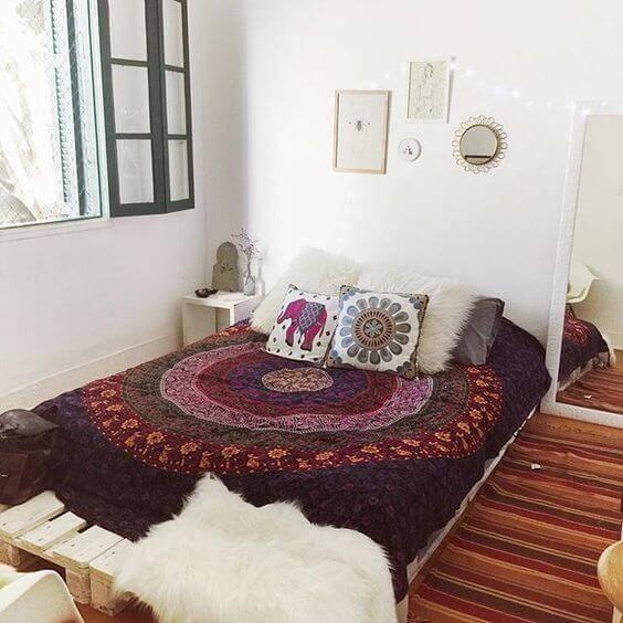 quarto hippie colcha roxa