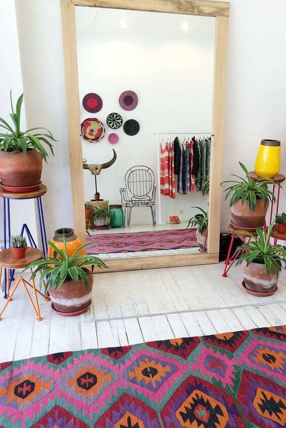 quarto hippie com espelho