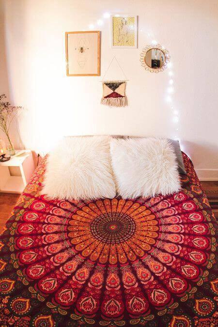 quarto hippie com mandala rosa
