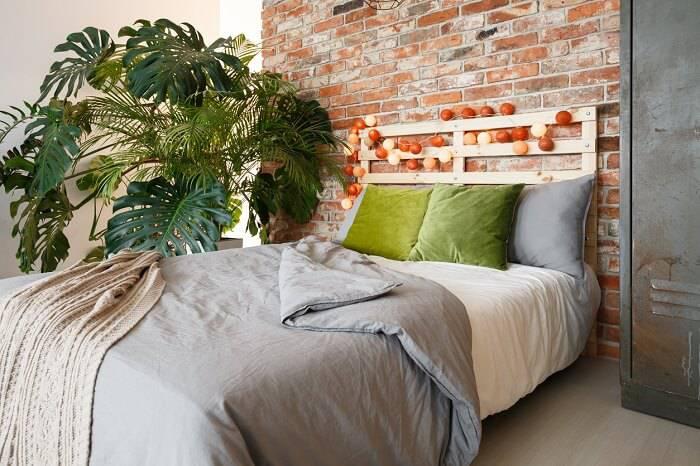quarto hippie com plantas