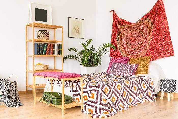quarto hippie com tecido de mandala