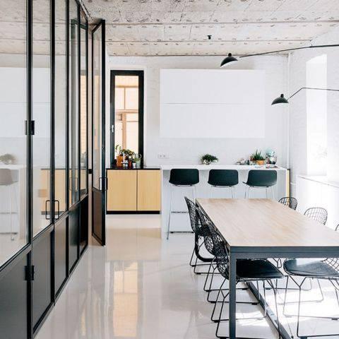 resina epoxi cozinha com mesa de jantar