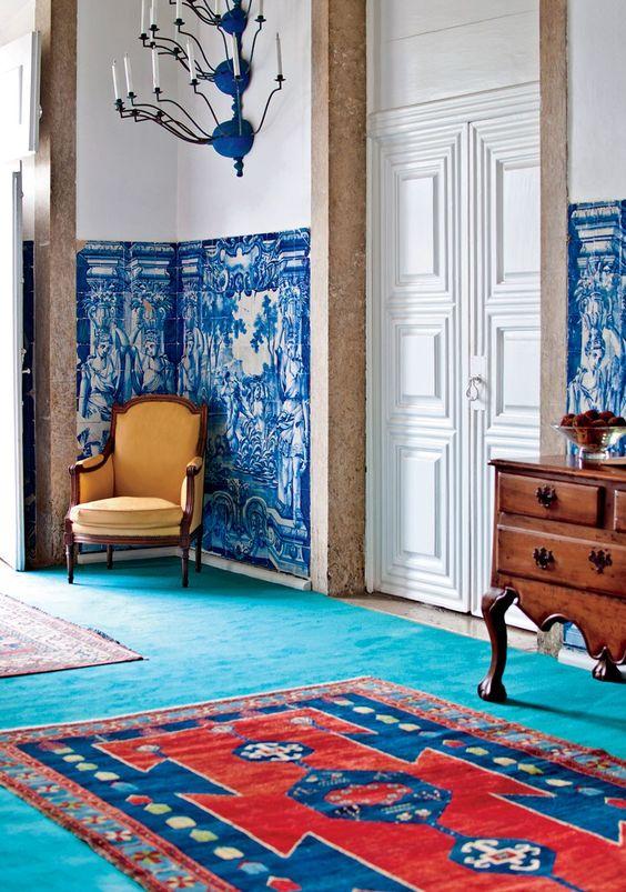 Sala com azulejo português