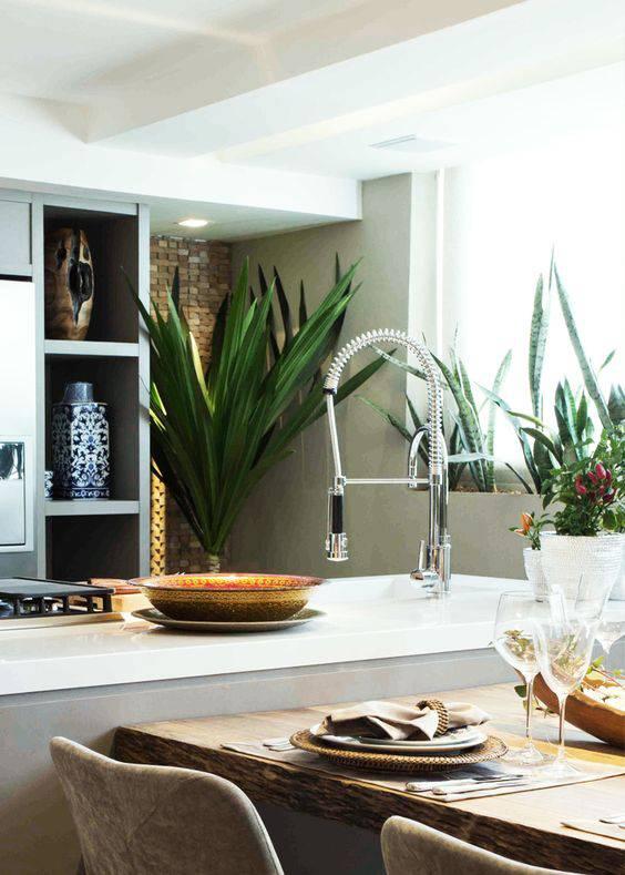 torneiras para cozinha gourmet em bancada com mesa