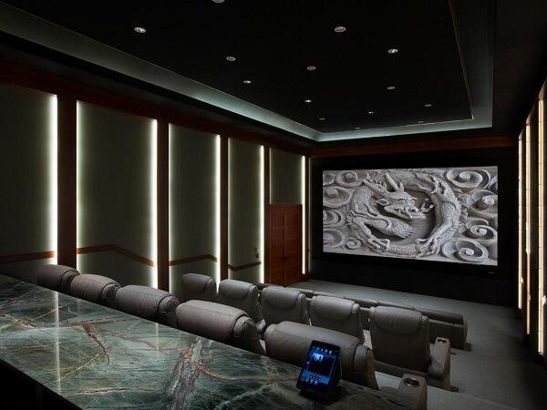 Iluminação especial para sala de cinema