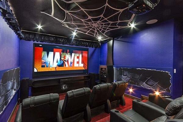 Cinema em casa com sala interativa