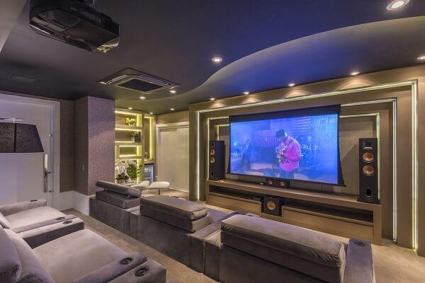 Para o cinema em casa projete um ótimo projeto de isolamento acústico