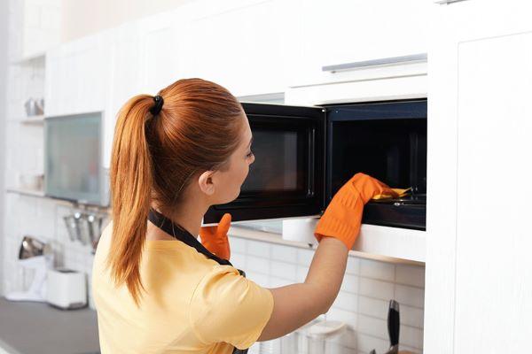 Dicas de como limpar microondas