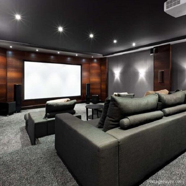Invista em spot de luz para decoração da sala de cinema