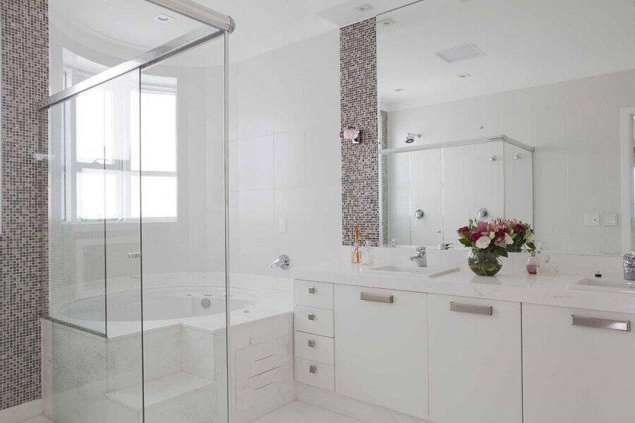 apartamento decorado com banheiro planejado todo branco Foto Erica Salguero