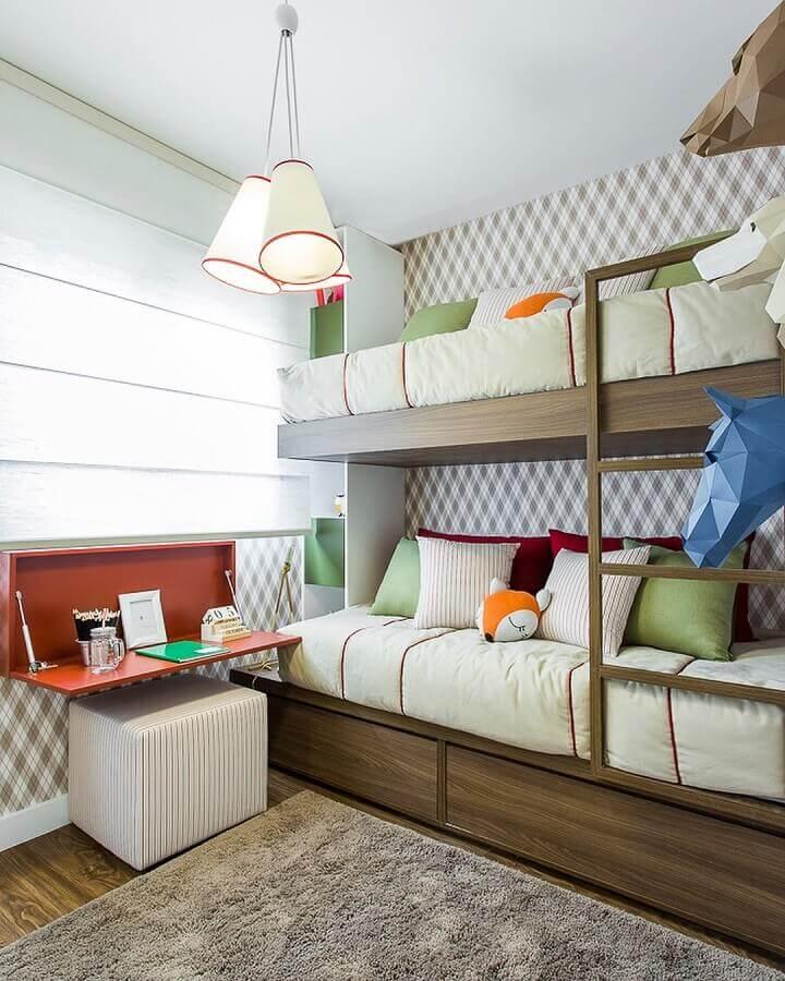 apartamento decorado com quarto planejado com bicama Foto Sesso e Dalanezi Arquitetura
