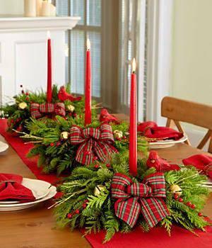 arranjos de natal para mesa com fitas e velas