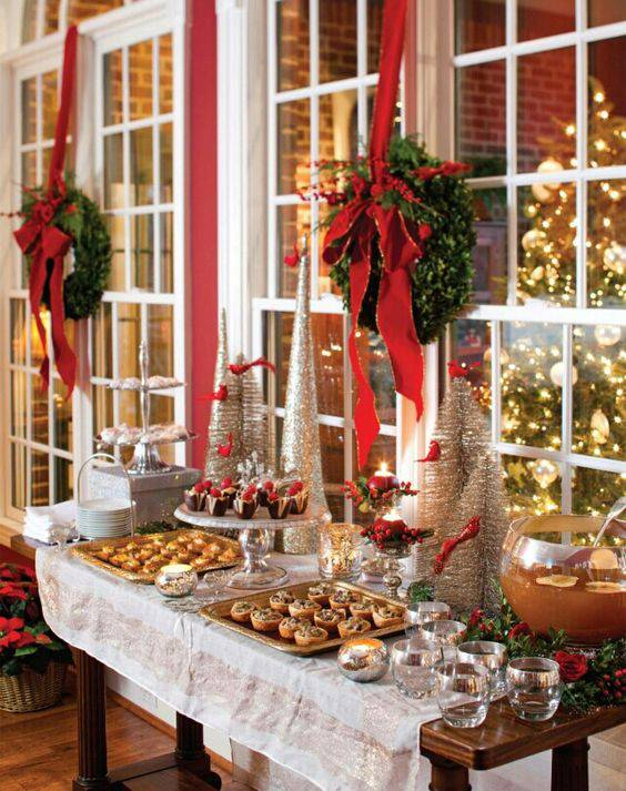 arranjos de natal para mesa de comes com guirlanda