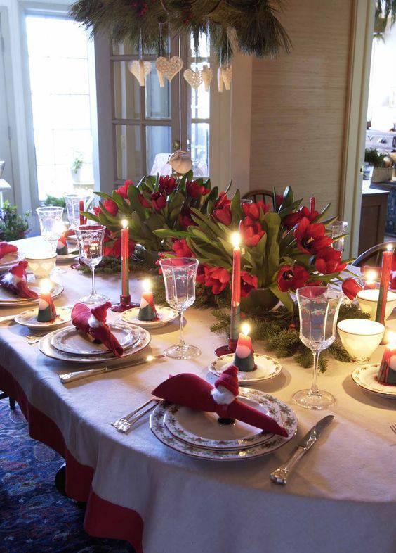 arranjos de natal para mesa flores e guardanapos