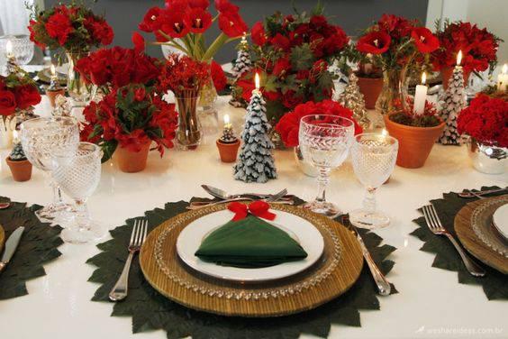 arranjos de natal para mesa flores vermelhas