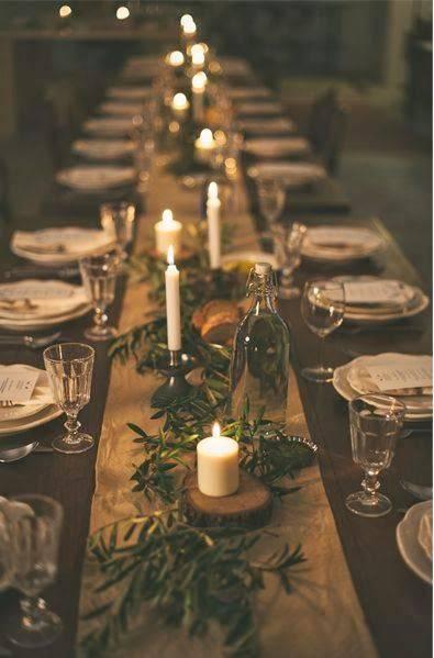 arranjos de natal para mesa papel pardo, folhas e velas