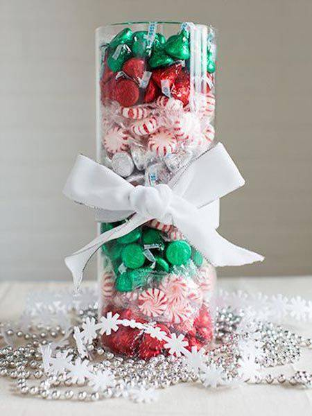 arranjos de natal para mesa vaso com doces e chocolates