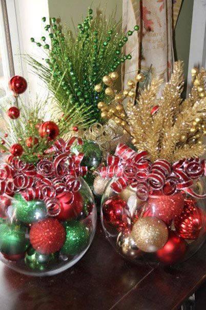 arranjos de natal para mesa vasos com bolas e fitas