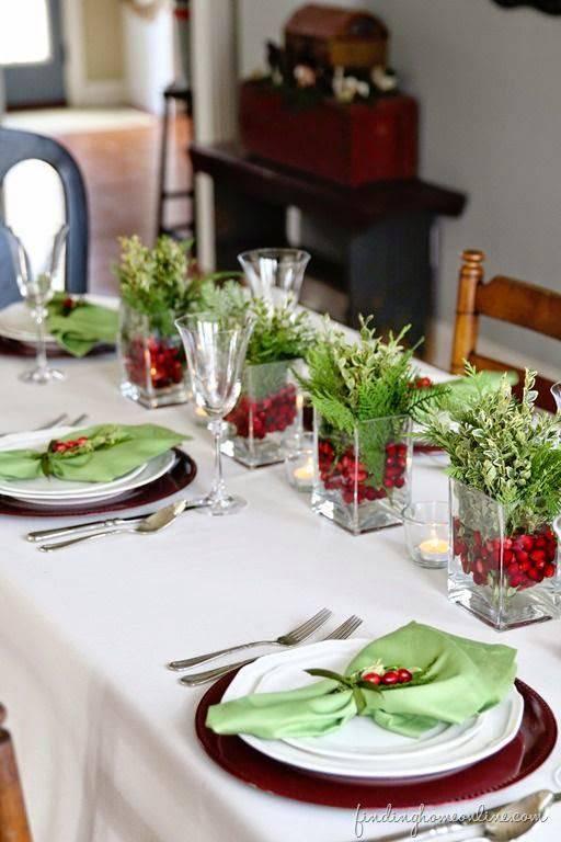 arranjos de natal para mesa vasos de vidro com folhas