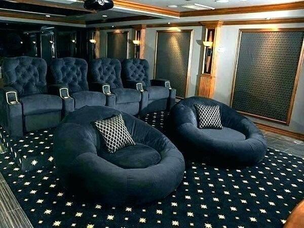 Poltronas e puffs para sala de cinema