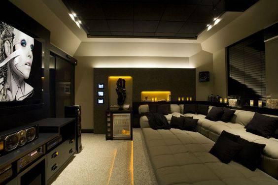 cinema em casa com futon e almofadas