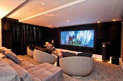 cinema em casa com poltrona arredondada