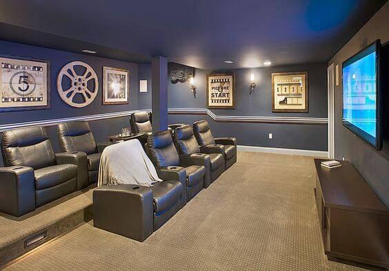 cinema em casa com poltronas de couro