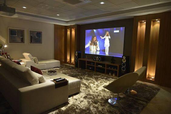 cinema em casa com tapete e poltronas
