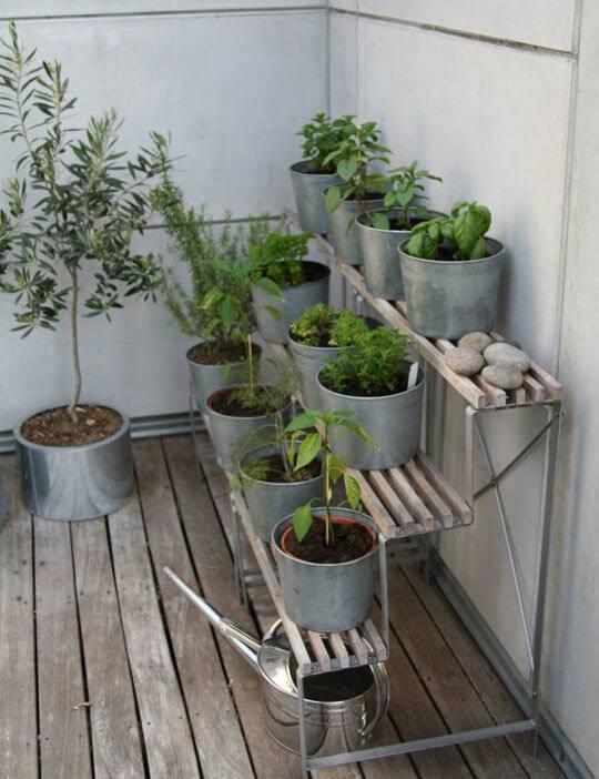 horta suspensa em bancos