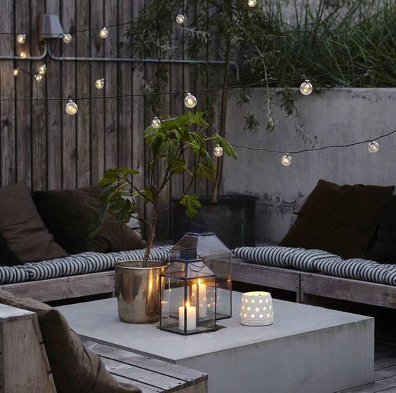 moveis para jardim com lanternas