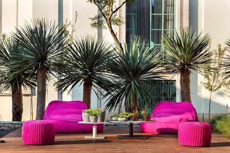 moveis para jardim pufes e mesas coloridos daniel nunes paisagismo 73584