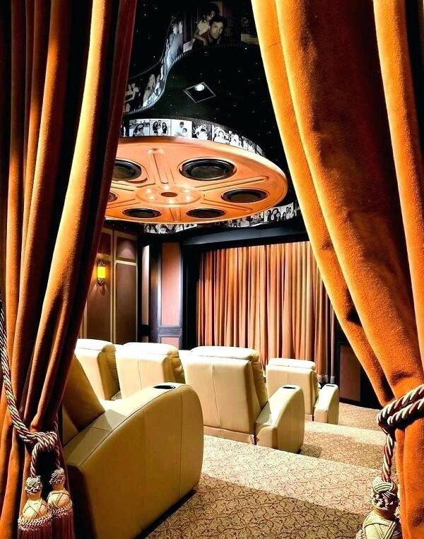 Cinema em casa com arquitetura impressionante
