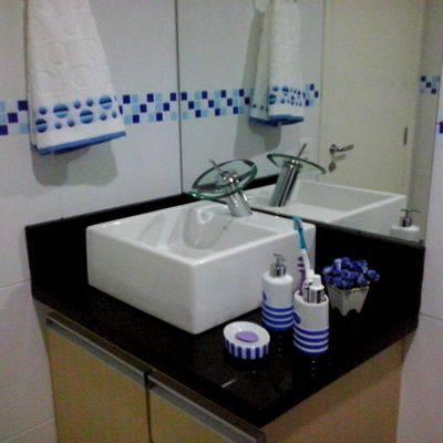 revestimento para banheiro pastilha adesiva azul com detalhes