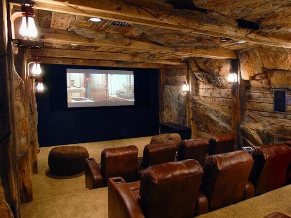 Decoração rústica para a sala de cinema