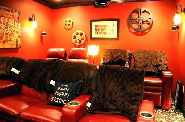 Cinema em casa com decoração especial