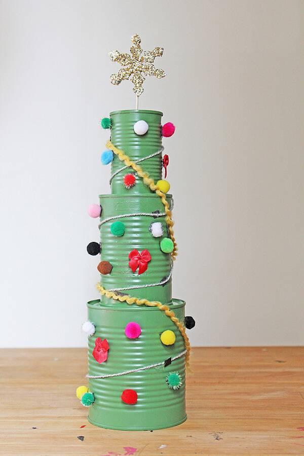 Artesanato de Natal arvore artesanal com latas