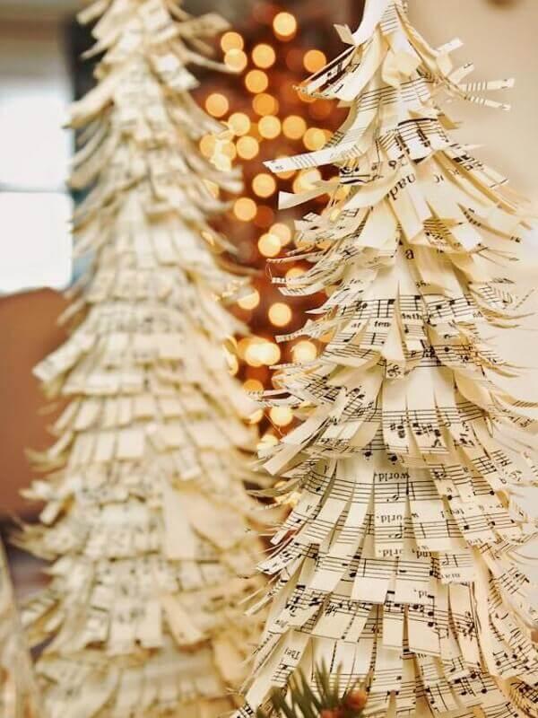 Artesanato de natal com papel de notas musicais