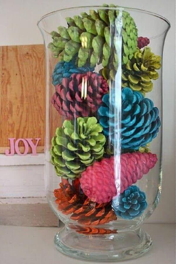 Artesanato de natal com pinhas coloridas artesanato